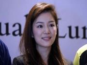 """Bóng đá - Nữ trưởng đoàn xinh đẹp U22 Thái Lan giữa """"vòng vây"""" 5 người đàn ông"""
