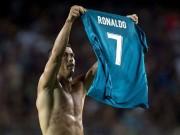 """Ronaldo ghi siêu phẩm, Messi  """" cúi đầu """" , triệu fan muốn trao luôn QBV"""