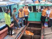 5 giờ căng thẳng cứu hộ tàu cá Quảng Ninh bị bục trên biển