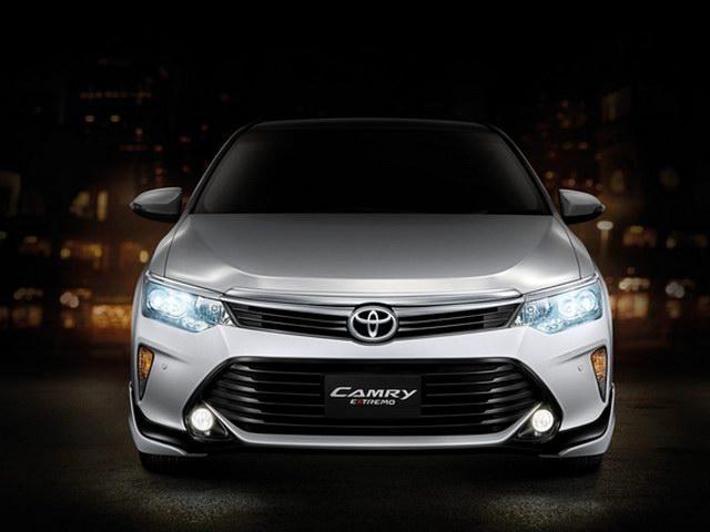 Toyota Camry 2.0G Extremo 2017 giá 1,04 tỷ đồng