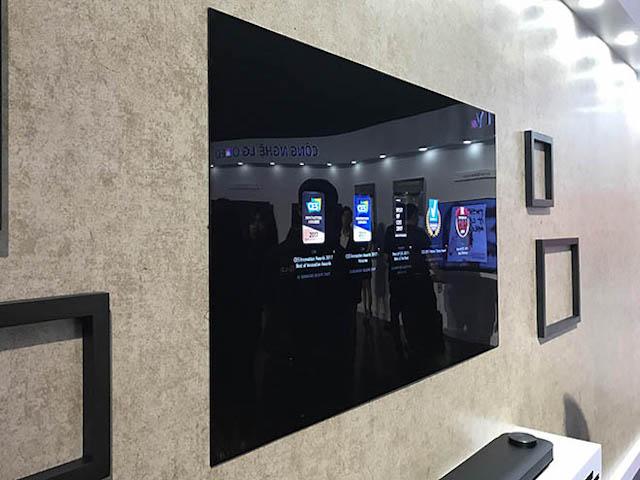 LG trình làng TV OLED siêu mỏng với âm thanh vòm đầu tiên trên TG