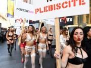 Chị em mặc gợi cảm ra phố ủng hộ hôn nhân đồng giới ở Úc