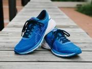 Giày chạy bộ siêu nhẹ ASICS - giúp người chạy duy trì tốc độ vượt trội