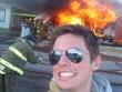 """Nghiện  """" tự sướng """" : Thấy đám cháy phải móc máy ngay"""