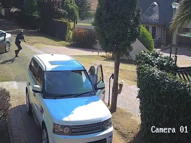 3 tên cướp gặp hạn khi phá khóa xe tải chạy tốc độ cao - 2