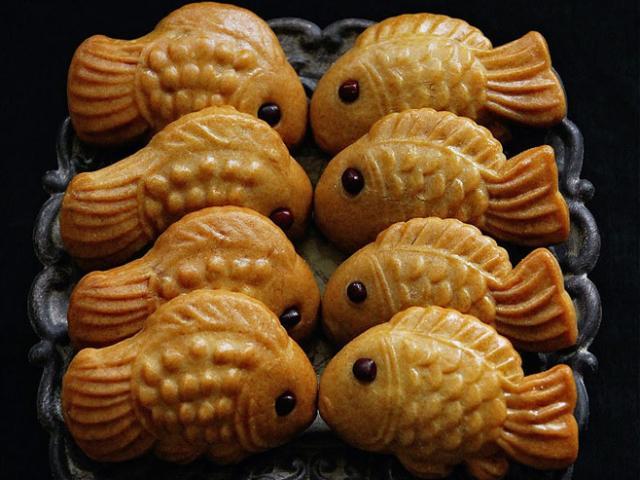 Trở về tuổi thơ với bánh trung thu cá nướng xinh yêu