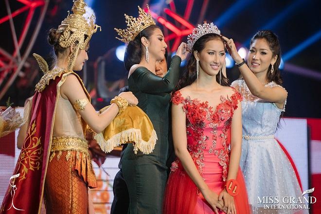 Đối thủ của Huyền My được tặng 1 bao gạo khi đoạt hoa hậu - 2