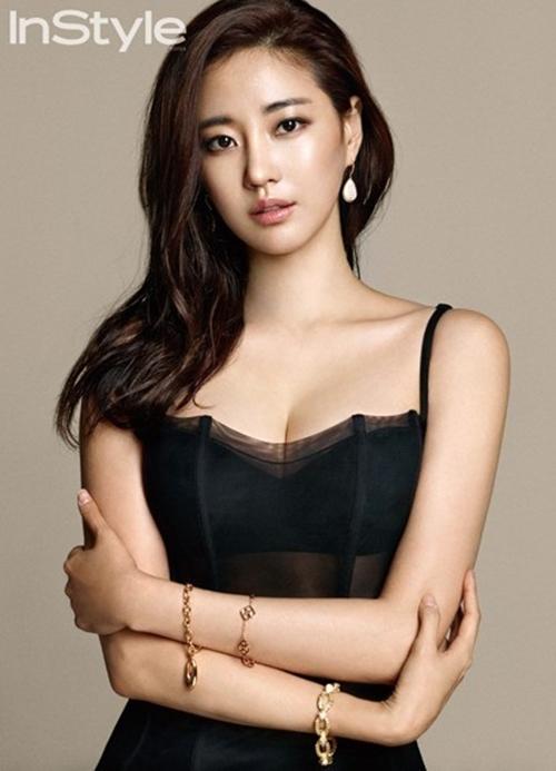 Loạt váy áo đốt mắt của Hoa hậu Hàn quốc có thân hình đẹp nhất