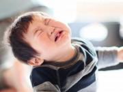 Vì sao nhiều trẻ hay ăn vạ, tự đánh đập bản thân?