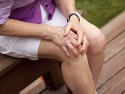 Tin tức sức khỏe - Đầu gối sưng đau, chân nặng như chì – dùng gì để hết?