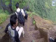 Lối đi dựng đứng không dành cho người yếu tim ở Ấn Độ