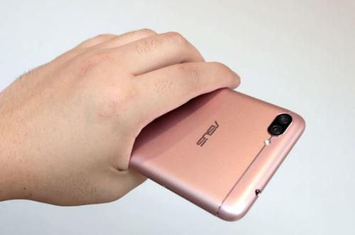 """Zenfone 4 Max Pro pin """"khủng"""" giá mềm chính thức ra mắt"""