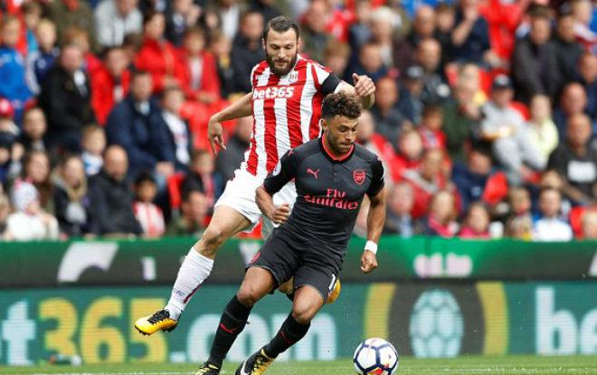 Stoke City - Arsenal: Đòn phủ đầu kết liễu