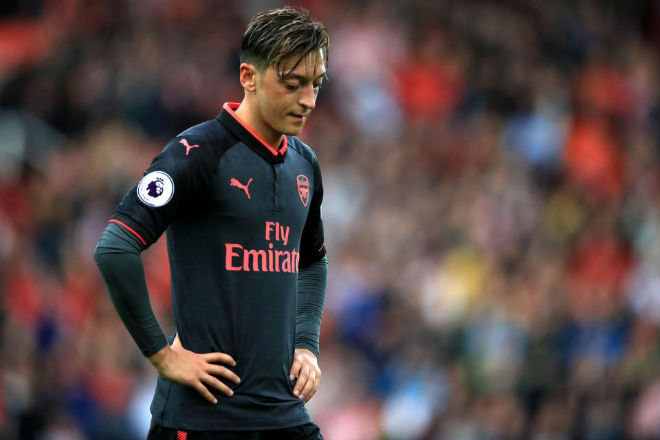 Arsenal thua thảm: Ozil bất lực, rủ Sanchez chạy trốn Wenger