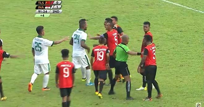 """Bạo lực SEA Games: U22 Indonesia đấu võ, """"Messi Indo"""" vắng trận gặp U22 Việt Nam"""