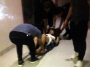 [Nóng] Kẹt thang máy ở HN, một phụ nữ bị gãy xương đùi