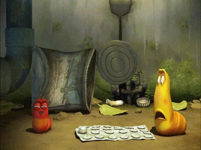 """Ấu trùng Larva và thứ đồ chơi """"từ trên giời rơi xuống"""""""