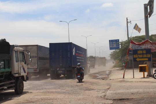 Nát bét tuyến đường tránh Biên Hòa - 1