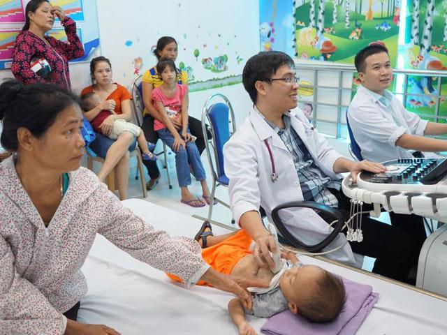 Trẻ bị tim bẩm sinh vẫn khỏe mạnh nếu bác sĩ và thai phụ chú ý điều này - 1
