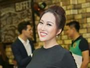 """Phi Thanh Vân mặc kín mít vẫn cực sexy với vòng một  """" khủng """""""