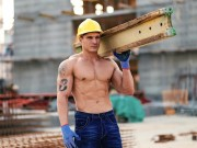Cơ hội đổi đời cho các chàng thợ xây 6 múi đây rồi!