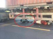 Cô gái trẻ thoát chết thần kỳ khi bị cuốn vào gầm container