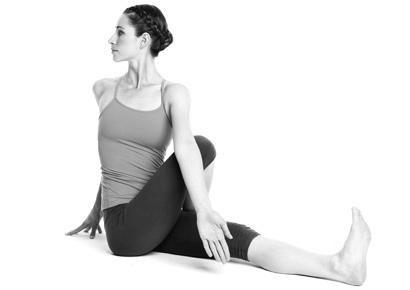 8 động tác yoga đẩy lùi bệnh tật - 1