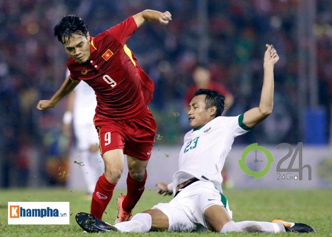 """Công Phượng """"bắn tiếng Anh"""" cứu U22 VN khỏi đòn """"đấu võ"""" của Indonesia"""