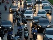 """Bloomberg chê giáo dục Việt Nam: Tốt nghiệp trường  """" xịn """"  vẫn phải làm xe ôm"""
