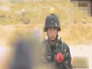Đứng tim xem lính TQ tập bắn táo trên đầu đồng đội