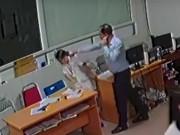Không ngăn được giám đốc đánh nữ bác sĩ, 2 bảo vệ mất việc