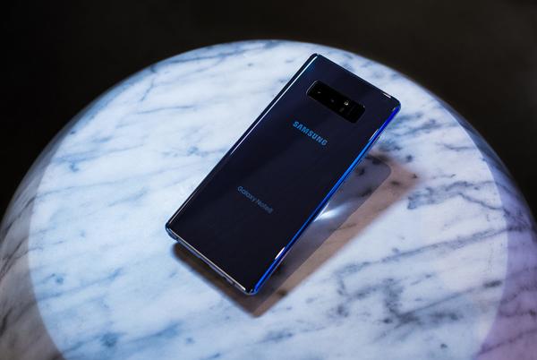 Đặt gạch Samsung Note 8 nhận ngay bộ quà trị giá 4 triệu tại Viễn Thông A - 2
