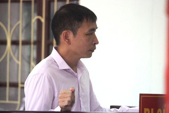 Bí thư huyện bị Bí thư xã nhắn tin vu khống nhận hối lộ tình dục