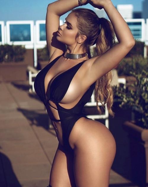 Váy áo khoe 90% cơ thể của cô gái phồn thực nhất nước Nga - 7