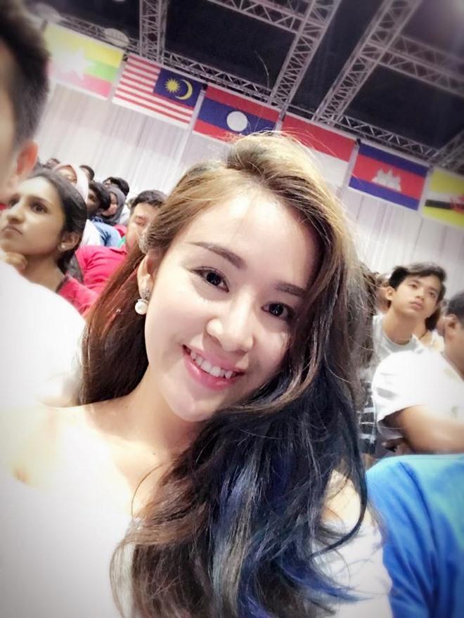 """Khoe ảnh đi xem SEA Games, Bà Tưng bị soi chiếc cằm """"sắp rơi khỏi mặt"""" - 2"""