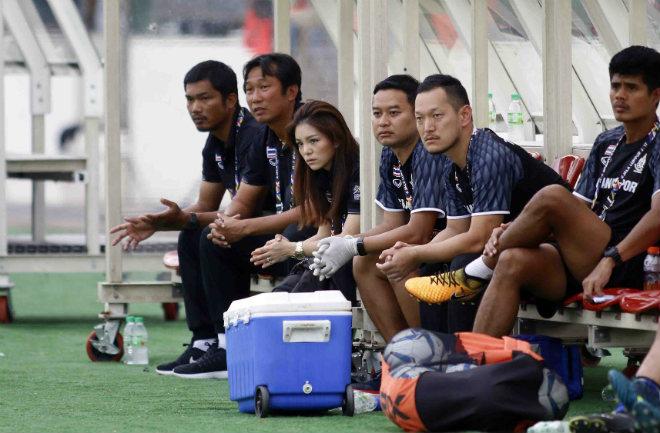 U22 Thái Lan nghẹt thở vào chung kết, sếp nữ xinh ngấn lệ