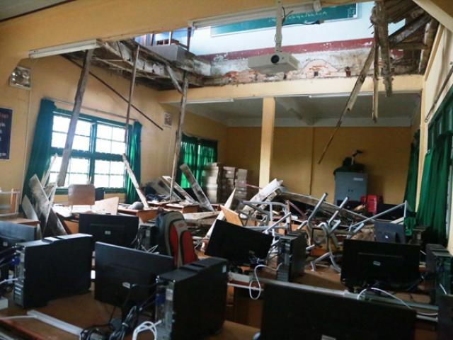 Sập lan can trường tiểu học, 16 học sinh bị thương - 2