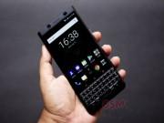 BlackBerry Keyone màu đen vũ trụ sắp về xứ cờ hoa