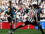 """Newcastle - West Ham: Chicharito  """" tàng hình """" , kết cục kinh hoàng"""