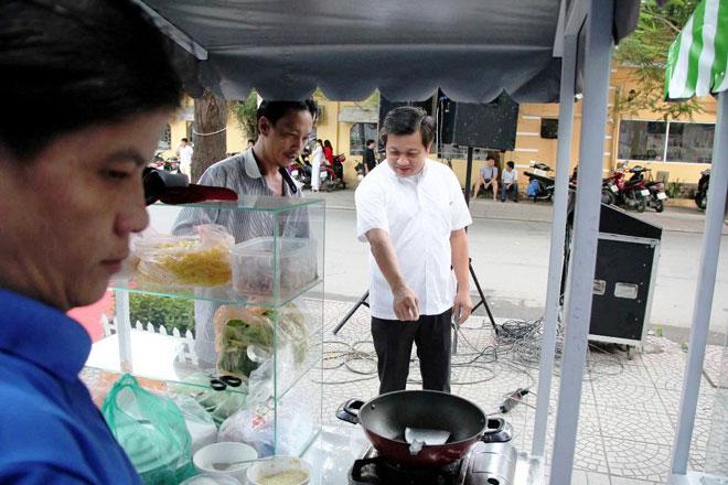 Ăn đã đời đủ món ngon tại phố hàng rong đầu tiên ở Sài Gòn - 2