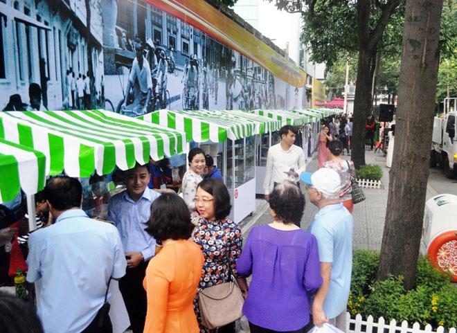 Ăn đã đời đủ món ngon tại phố hàng rong đầu tiên ở Sài Gòn - 4