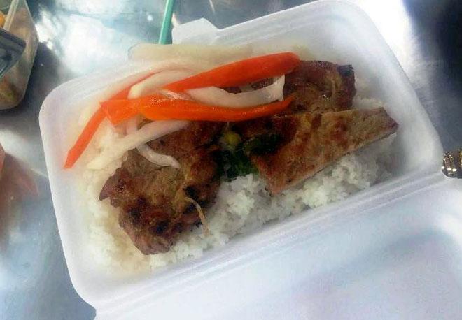 Ăn đã đời đủ món ngon tại phố hàng rong đầu tiên ở Sài Gòn - 10