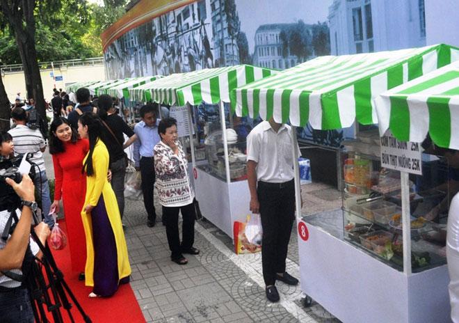 Ăn đã đời đủ món ngon tại phố hàng rong đầu tiên ở Sài Gòn - 14