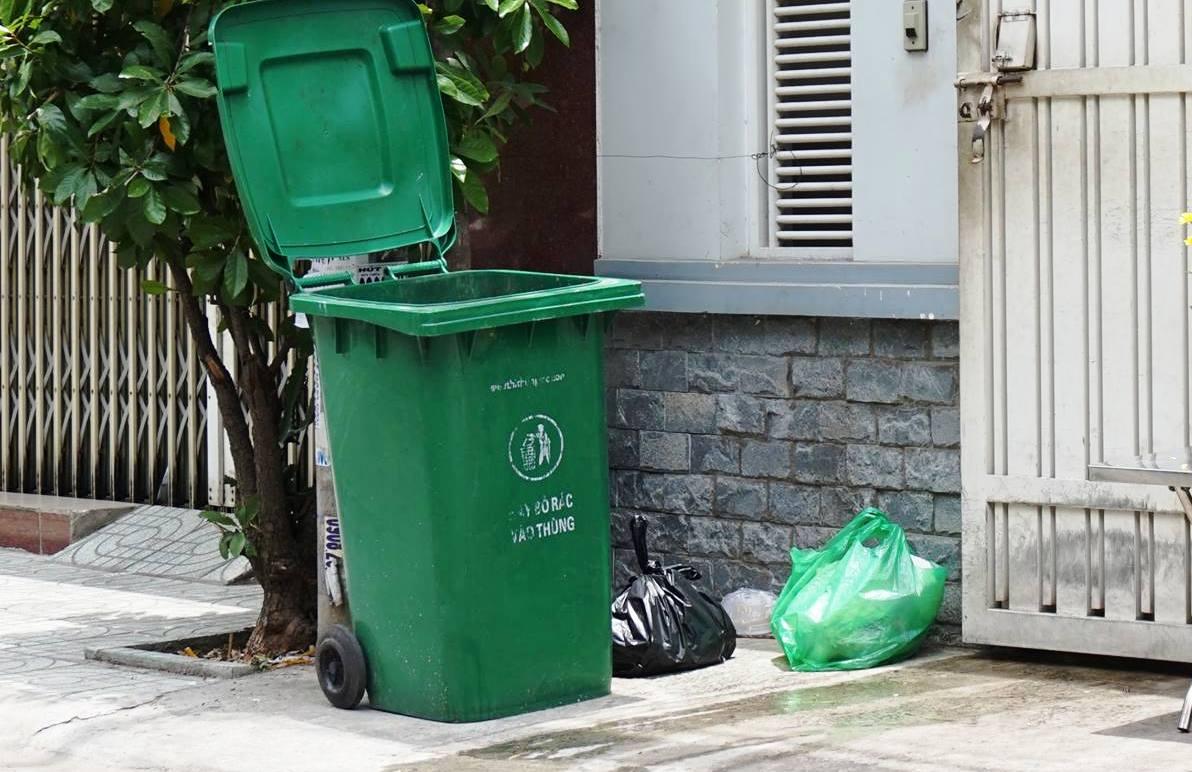 Thi thể bé sơ sinh trong thùng rác ở Sài Gòn