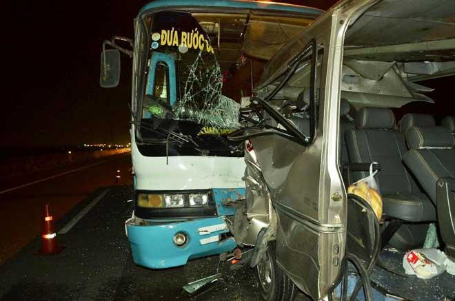 2 ô tô đâm nhau trên cao tốc TP.HCM – Trung Lương, 7 người thương vong