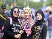 """Thiếu nữ xinh Malaysia háo hức  """" đấu """"  vạn fan Thái Lan chung kết SEA Games"""