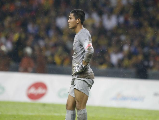 """Thủ môn Malaysia học theo Phí Minh Long, triệu fan ví với """"bàn tay của Chúa"""""""