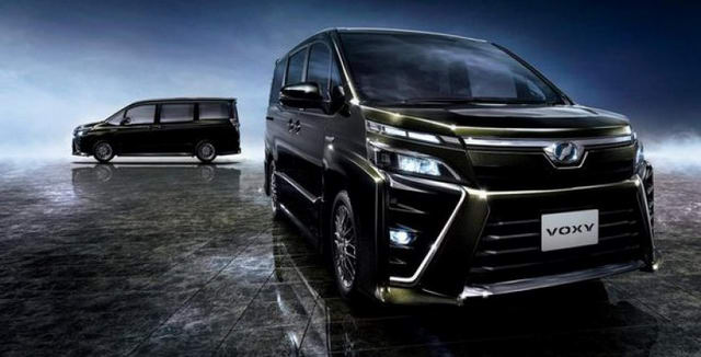 """Toyota Voxy giá 782 triệu đồng """"xịn"""" hơn cả Innova"""