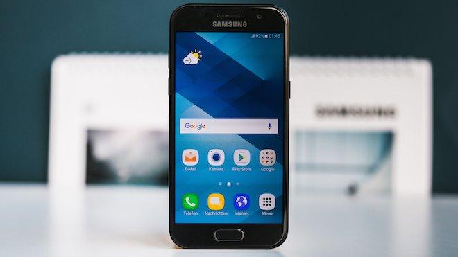 Top 5 smartphone vừa giảm giá mạnh trong tháng 8 - 1