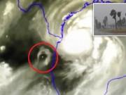 Phi thường - kỳ quặc - Vật thể bí ẩn xuất hiện bên cạnh siêu bão đổ bộ vào Mỹ